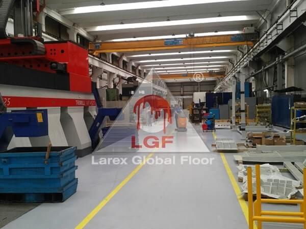 Larex Global Floor - Pardoseala hala productie la gata curatare, cu utilaj
